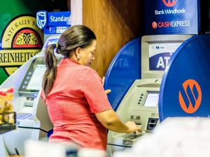 lady-self-cashing-an-atm-to-avoid-CIT-trucks